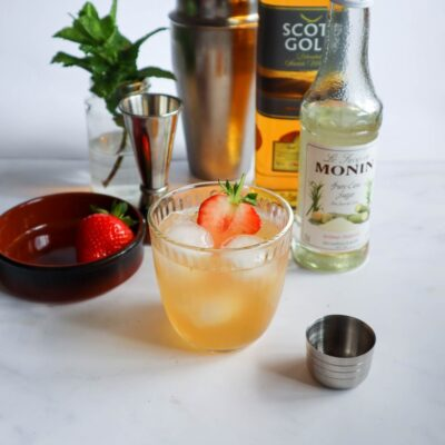 Strawberry Whisky Smash